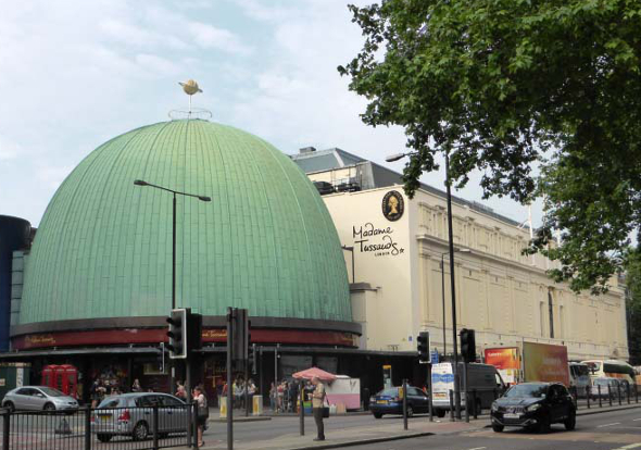 budynek muzeum figur woskowych w Londynie